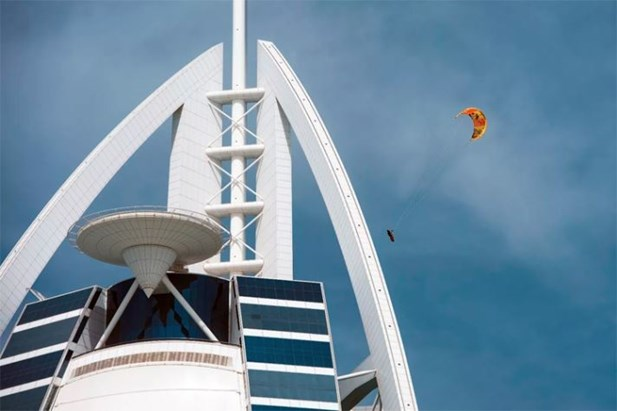 Ник Джейкобсен прыжок с Burj Al Arab